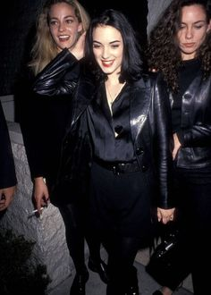 Winona ryder, 1991 dressed in all))) вайнона райдер, стиль, Winona Ryder 90s, Winona Ryder Style, Grunge Outfits, 90s Fashion Grunge, Denim Grunge, Grunge Look, Fashion Kids, Fashion Outfits, Fashion Top