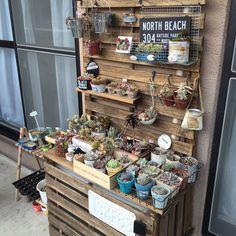 1台2役でベランダをセンスUP!-mai-さんの室外機カバー兼多肉植物棚 | RoomClip mag | 暮らしとインテリアのwebマガジン