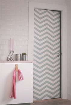 Chevron door What i want to do to Joslyns door.only in pink and white Chevron Bathroom, Chevron Door, Creative Decor, Look Cool, Interior Inspiration, Diy Home Decor, Print Patterns, Sweet Home, Curtains