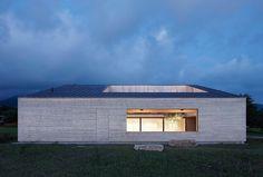 wooden-house-with-an-inner-courtyard-bernardo-bader-1