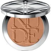 Jennifer Lawrence wears Dior Diorskin Nude Tan Matte Sun Powder in Matte Amber 002: http://rstyle.me/~1JIao