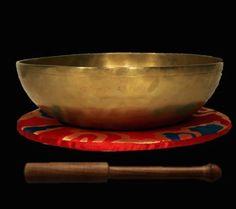 Hand hammered Tibetan Singing Bowl set Samhadi 21 cm diameter 880 g Nepal Bowl Set, Nepal, Singing Bowl, Serving Bowls, Artisan, Tableware, How To Make, Gifts, Boho