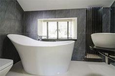 Deep bathtub. Yes please
