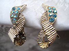 Vintage 1950s Goldtone & Blue Stone Clip On Earrings KITSCH Glamour #Unbranded