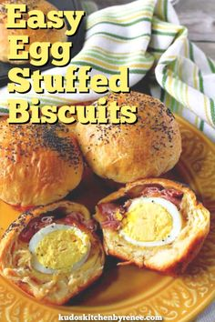 Fun and delicious hard-boiled egg stuffed biscuits can be made in a matter of minutes with the help of supermarket convenience foods. Everyone loves them! Easy Egg Recipes, Easy Brunch Recipes, Egg Recipes For Breakfast, Delicious Breakfast Recipes, Savory Breakfast, Brunch Ideas, Simple Recipes, Dinner Recipes, Boiled Eggs
