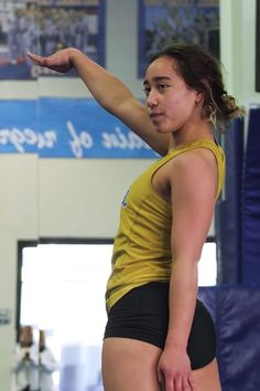"Katelyn Ohashi is at it again! The UCLA gymnast continues to impress fans with her unbelievable skills and ""perfect moves, and now Michael Jackson Dance, Janet Jackson, Winifer Fernandez, Katelyn Ohashi, Female Gymnast, Artistic Gymnastics, Celebrity Workout, Floor Workouts, Who Runs The World"