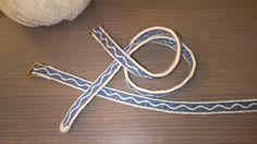 Tablet woven medieval garters in wool Tablet Weaving, Garter, Clothes Hanger, Medieval, Crafting, Wool, Kleding, Coat Hanger, Clothes Hangers
