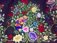 Bordado ramaje refajo murciano. Vera Bradley Backpack, How To Draw Hands, Drawings, Murcia, Regional, Cushions, Folklore, Vestidos, Shandy