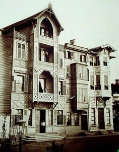 Istanbul Evi Turkish Architecture, Old Pictures, Old Houses, Beautiful Homes, To Go, Europe, Facade, House Design, World