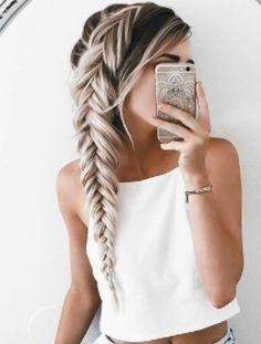 Terrific side braid on long blonde hair - Frisuren - Your HairStyle Lange Blonde, Easy Hairstyles, Hairstyle Ideas, Hair Ideas, Long Braided Hairstyles, Hairstyles For Women, Hairstyles For Thick Hair, Wedding Hairstyles, Fringe Hairstyle