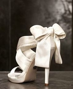 These Vera Wang wedding shoes are sure to make your walk down the aisle even mor. , These Vera Wang wedding shoes are sure to make your walk down the aisle even mor. Vera Wang Wedding Shoes, Vera Wang Bridal, Vera Wang Wedding Dresses, Wedding Bows, Dream Wedding, Trendy Wedding, Wedding White, Perfect Wedding, Satin Wedding Shoes
