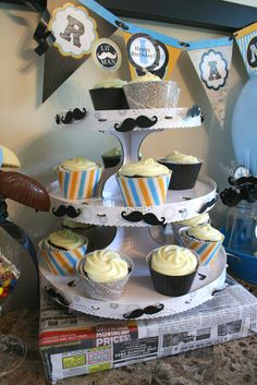 Cupcakes at a Mustache Party #mustache #partycupcakes