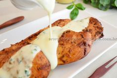 Receita de Filé de frango ao molho de iogurte passo-a-passo. Acesse e confira todos os ingredientes e como preparar essa deliciosa receita!