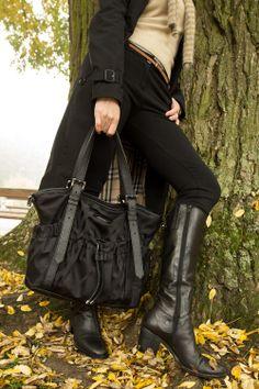 ReNika: Burberry handbag (Photo by Oscar Medina Duarte) Burberry Handbags, Angelina Jolie, Retro, Tops, Fashion, Moda, La Mode, Shell Tops, Fasion