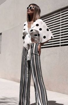 Polka Dots Trend Outfit That's Gonne Be Anywhere - Polka dots are pretty mild in the print world, but considering my comfort zone is a feminine bloom or Street Looks, Street Style, Casual Outfits, Fashion Outfits, Fashion Trends, Moda Fashion, Womens Fashion, Mode Kimono, Shirt Designs
