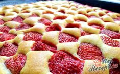 Nejlepší jahodová bublanina | NejRecept.cz Slovak Recipes, Czech Recipes, Strawberry Sweets, Low Carb Pizza, Pudding Desserts, Desert Recipes, Let Them Eat Cake, Relleno, Yummy Cakes