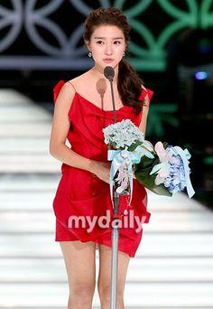 KBS Drama Awards 2009 - Kim So-eun Gorgeous Lady, Gorgeous Women, Korean Dramas, Korean Actors, Korean Drama Series, Kim So Eun, Kbs Drama, Boys Over Flowers, Unwanted Hair