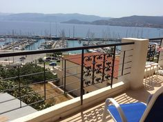 Mantraki Hotel Apartments || Quietly situated in the centre of picturesque Agios Nikolaos, next to the marina, family-run Mantraki offers traditionally furnished, self-catering apartments with home comforts and big balconies.