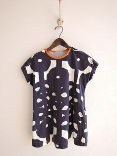 minä perhonen hana tricot one-piece Vogue Fashion, Kids Fashion, Fashion Outfits, Textile Design, Fabric Design, Japanese Fashion, Pulls, Clothing Patterns, What To Wear