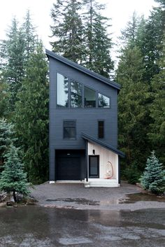 This modern ski chalet come mountain cabin in Oregon is a welcoming, low-maintenance weekend retreat for a growing family. Log Home Plans, Barn Plans, Garage House Plans, Metal Building Homes, Pole Barn Homes, Ski Chalet, Log Cabin Homes, Metal Buildings, Cabins In The Woods