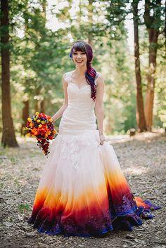 Das Kleid ist einfach unglaublich. Und Linko hat die Farben selbst auf das Kleid aufgebracht.