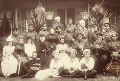 De familie Romanov regeerde ongeveer 300 jaar in Rusland. Nicolaas II was de laatste tsaar van Rusland omdat hij geen zoon had die zijn regering over kon nemen. In 1917 werd Nicolaas gevangen genomen en samen met zijn familie vermoord.