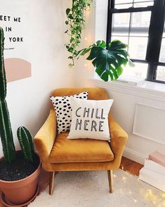 I have a MAJOR crush on velvet 😬 . I haven't committed to any of my own fuzzy furnishings just yet so this chair is giving me alllll the… Burnt Orange Living Room Decor, Burnt Orange Bedroom, Orange Rooms, Living Room Accents, Boho Living Room, Accent Chairs For Living Room, Living Room Grey, Armchair Living Room, Bedroom Armchair