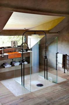 I just love this idea of a shower in the middle of the room. Also that it is possible to look outside while having shower. Too bad our climate does not favor this kind of solution (cold winters, you know. Not wanting to get out of the shower because of the cold).