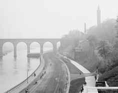 The High Bridge made modern New York possible, the final link in an aqueduct that first carried pure water to Manhattan from upstate in 1842. Pictured, the High Bridge, which connects Manhattan to the Bronx over the Harlem River, in 1905. Credit, Library of Congress.