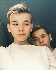 In that picture is Martinus and Marcus Marcus Y Martinus, Shadowhunters Season 3, Love Twins, Boy Celebrities, Love U Forever, Hot Selfies, Twin Brothers, Boy Hairstyles, Handsome Boys