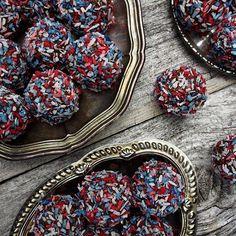 Ja vi elsker kakaohavrekuler - Borrow my eyes Food And Drink, Cookies, Chocolate, Desserts, Snacks, Instagram, Spring, Crack Crackers, Tailgate Desserts