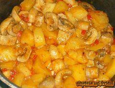 gulas de ciuperci si cartofi My Favorite Food, Favorite Recipes, Romanian Food, Romanian Recipes, Good Food, Yummy Food, Food Obsession, Foods To Eat, Potato Recipes