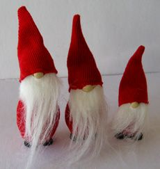 love these little ones, scandinavian gnomes called 'Nisse' ... got one myself as a home protector :)
