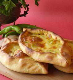 ПИДЕ-это национальная турецкая выпечка. Они бывают разные, открытые и закрытые, с начинкой из сыров, с рубленым мясом, с фаршем, с суджуком или с бастурмой, ну и…