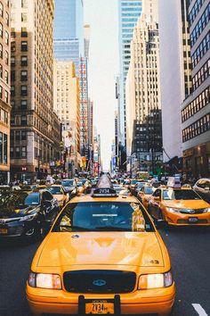 Les célèbres taxis jaunes de NEW YORK CITY.