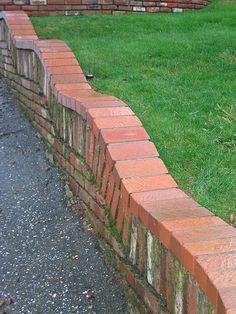 Brick retaining wall, curvy
