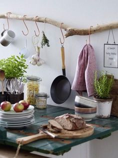 DIY idea: Build kitchen shelf from driftwood- DIY-Idee: Küchenregal aus Treibholz bauen A bit of shabby chic and a touch of country style, this pretty kitchen shelf unites our favorite styles and the best, you can easily imitate it: -