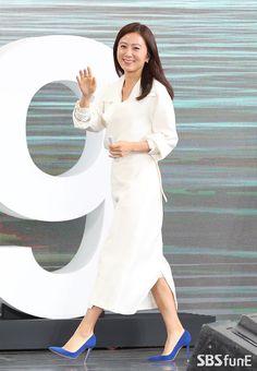 Korean Celebrities, Korean Actresses, Asian Woman, My Idol, Fangirl, Dresses For Work, Entertainment, Queen, Lady