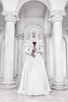 La Dame Blanche by BlackMart on DeviantArt Vogue Fashion, Dark Fashion, Lolita Fashion, Princess Shot, Dark Costumes, Really Cool Photos, Gothic Wallpaper, Mode Steampunk, Dark Fairytale