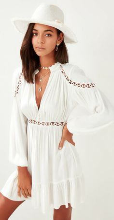 a2172d9ced786 Beyaz Viskon Şerit Aksesuarlı Plaj Elbisesi TBESS19BB0087 TRENDYOLMİLLA |  Trendyol