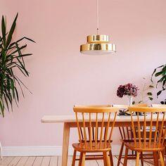 Mysigt, varmt och ombonat med kulören Sommarmalva från Auro på väggen! #sommarmalva #aurosverige #aurofärg
