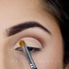 """WEBSTA @ sayehsmakeup - Currently trying to get this NYE video up on the YOUTUBEEEE for my lovely people😊❤️ but for now here's a lil snip😏 excuse my brows... they are wilddd right now 😩 details down below⏬SONG: Different heaven - Safe and sound 🎶✨ Using #masterpalettebymario for this entire look! Started off with """"Lula"""" ✨ next used """"Violeta"""" for more definition ✨ used any cream concealer to clean up my lines ✨ """"5th Ave"""" on the lidssssss ✨ Annebelle eyeliner in """"Black"""" ✨ """"Muse"""" for the…"""