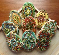 Pysanky Egg Cookies- Rebecca Weld The Cookie Architect. Inspiration for Pascha cookies! No Egg Cookies, Galletas Cookies, Fancy Cookies, Iced Cookies, Easter Cookies, Royal Icing Cookies, Cookies Et Biscuits, Yummy Cookies, Cupcake Cookies