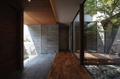 Modern home in Ashiya-city, Hyogo Prefecture Asian Interior, Courtyard House, House Rooms, Entrance, House Plans, House Design, Interior Design, Architecture, Grand Living