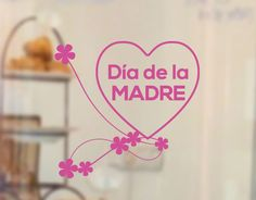Escaparates tiendas para el Día de la Madre con vinilos
