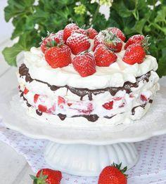 Amazing cake with strawberries. Dessert Cake Recipes, Pudding Desserts, Vegan Desserts, Swedish Recipes, Strawberry Cakes, Healthy Cake, Piece Of Cakes, Food Cakes, Pavlova