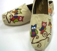 Owl TOMS. $88.50, via Etsy. Owl Toms...yes please!!! Toms Shoes Outlet, Tom S, Cute Owl, Painted Shoes, Hand Painted Toms, Fashion Tips, Fashion Shoes, Fashion Design, Girl Fashion