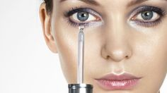 When applied topically, hyaluronic acid needs water to work Hyaluronic Serum, Beauty Review, Beauty Hacks, Beauty Tips, Glowing Skin, Sensitive Skin, How To Apply, Healing, Skin Care