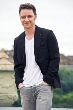 James McAvoy in Edinburgh today! Charles Xavier, Gorgeous Men, Beautiful People, Amazing People, X Men, Glasgow, James Mcavoy Michael Fassbender, Becoming Jane, Scottish Actors