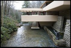 Fallingwater by Denise Wirth on Prezi Organic Architecture, Historical Architecture, Amazing Architecture, Art And Architecture, Architecture Details, Frank Lloyd Wright Buildings, Frank Lloyd Wright Homes, Villa, Falling Water Frank Lloyd Wright